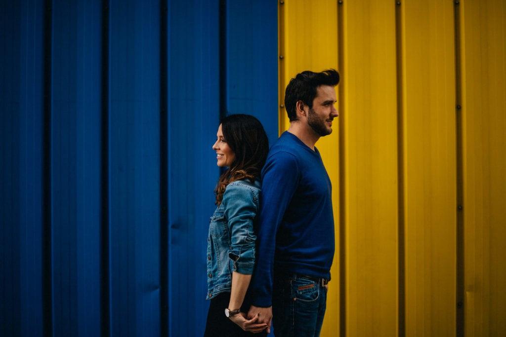 par couple praga Brita Vitek yellow blue portret nadrazi railway